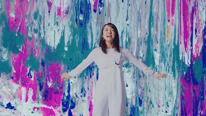 """上白石萌音 動く即興アート""""Alive Painting""""と共演、美しさ&力強さを表現した「From The Seeds」のMV解禁"""