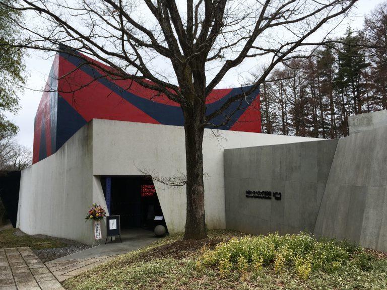 「闇から希望へ」というテーマの元、建築家・北川原温氏によって建てられた美術館