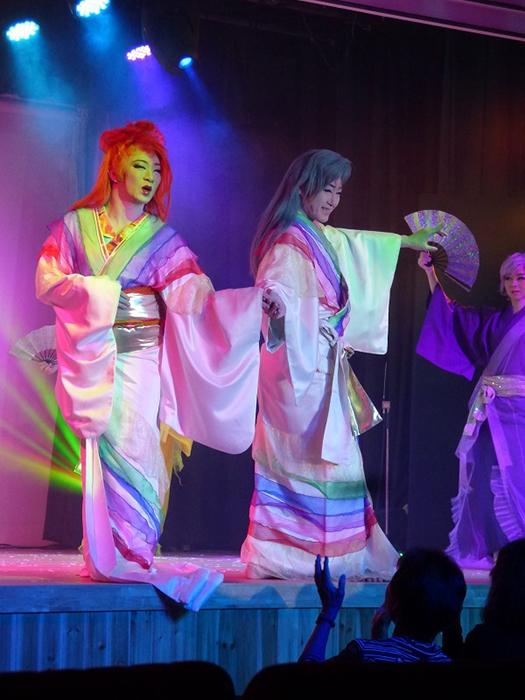一度観たら忘れがたい大衆演劇の魅力。箕面温泉スパーガーデンでの春陽座の舞台(18年10月)。