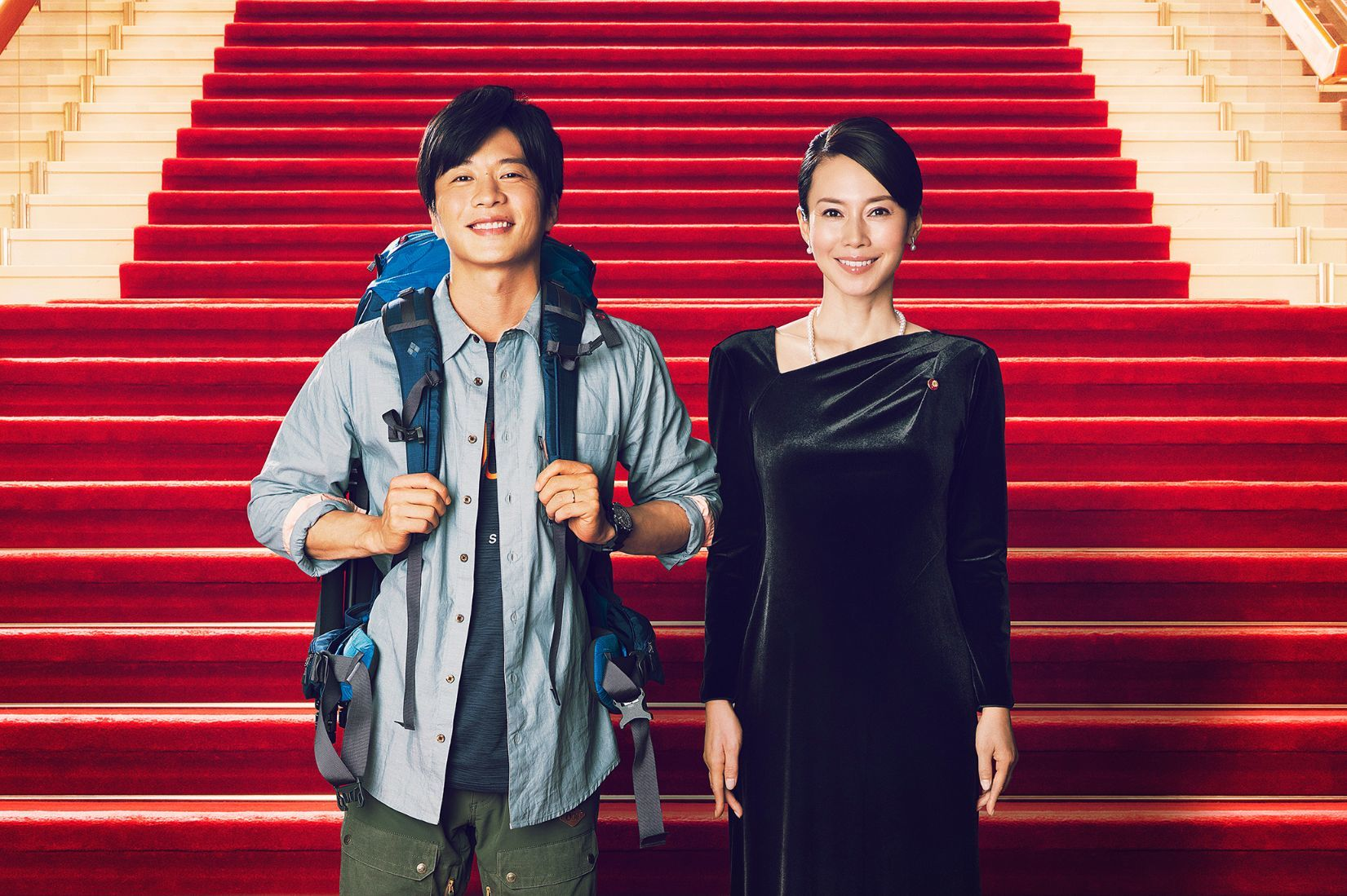 左から、田中圭、中谷美紀 (C)2021「総理の夫」製作委員会