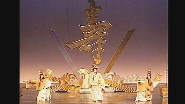 『いますみれ花咲く』('01年月組・東京)  (C)宝塚歌劇団 (C)宝塚クリエイティブアーツ