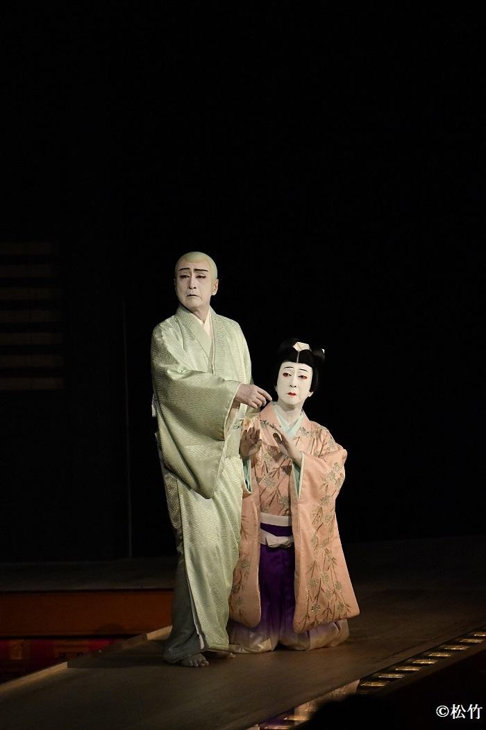 『桜姫東文章 上の巻』左より、清玄=片岡仁左衛門、白菊丸=坂東玉三郎