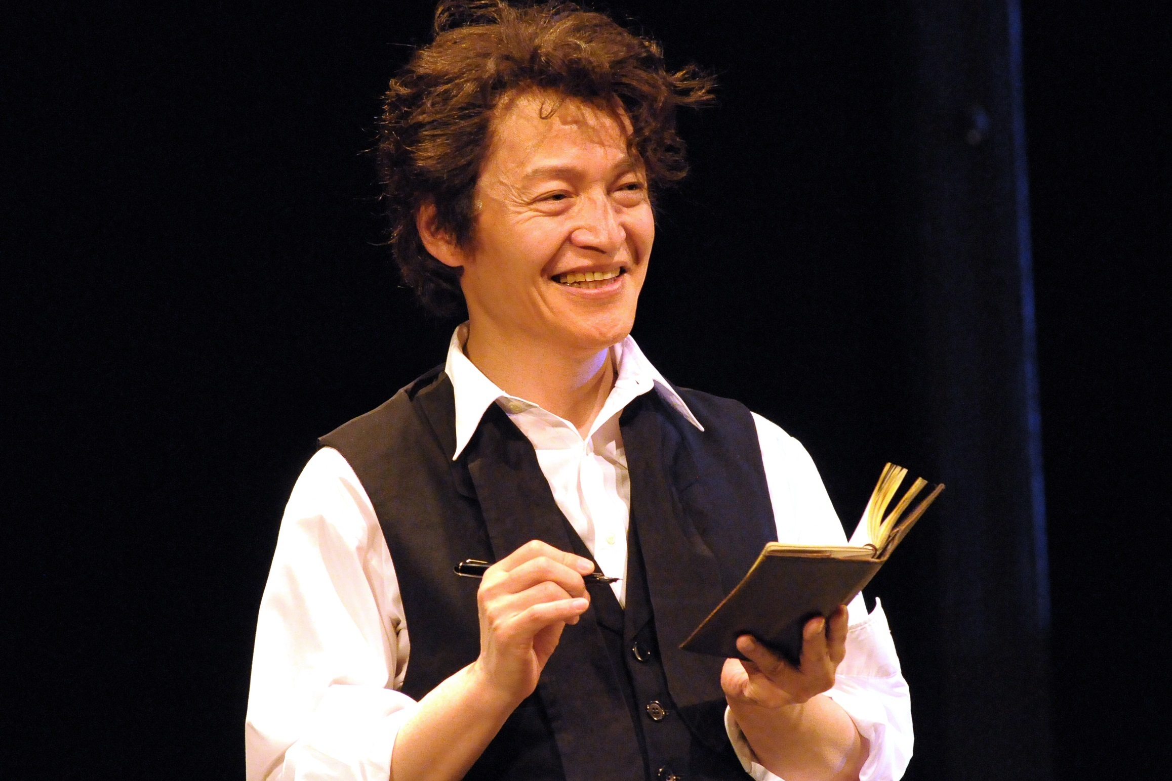青年座公演『わが兄の弟』若きアントンを演じる横堀悦夫。 撮影/坂本正郁