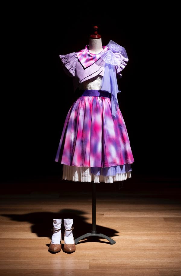 2015年紅白初出場時の歌唱用衣装 (C)乃木坂46LLC