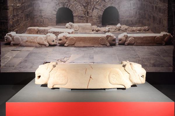 《虎形棺座(とらがたかんざ)》 三国時代(呉)・3世紀 南京市博物館蔵