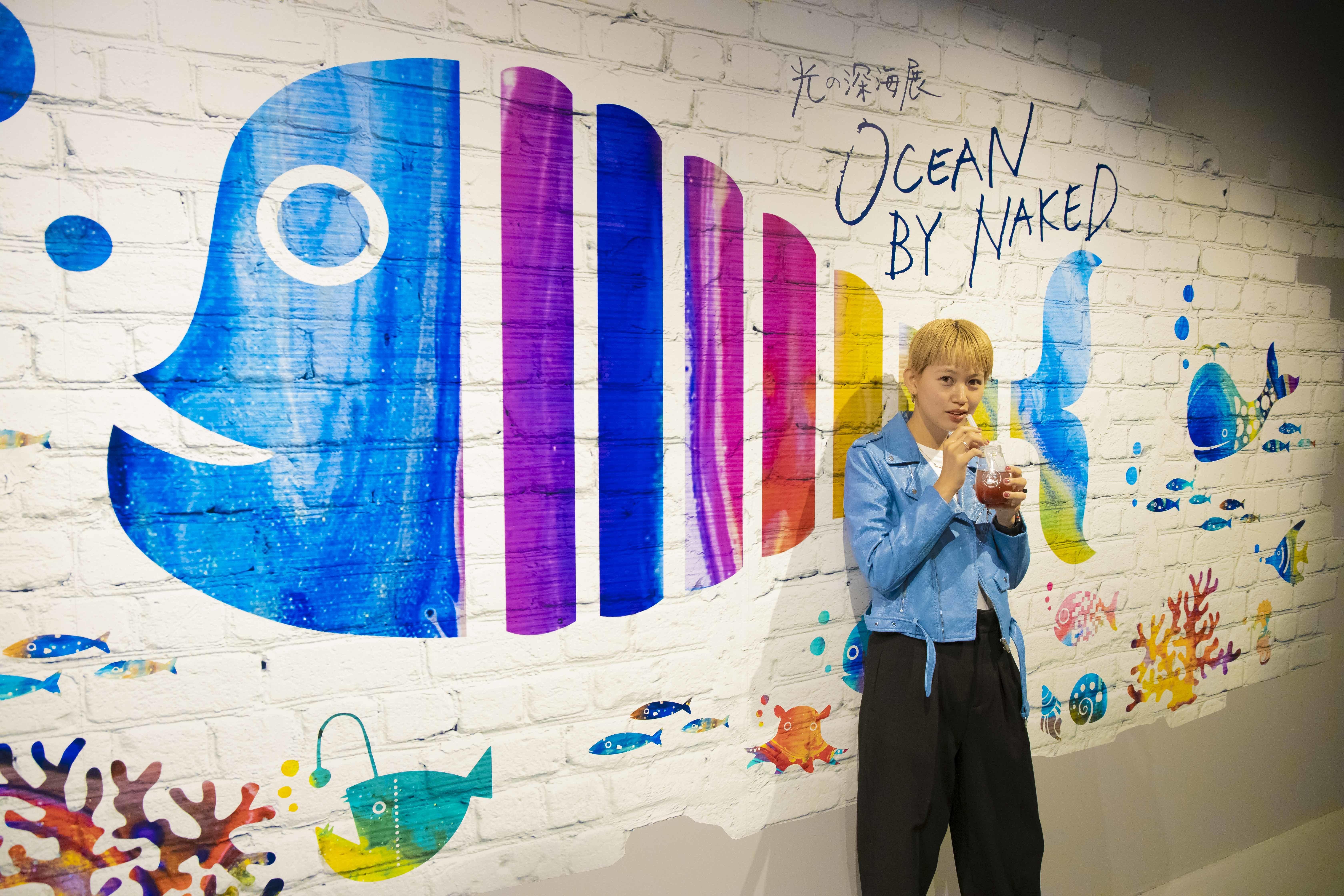 千裕さんが飲んでいるのは、OCEAN BY NAKEDオリジナル フルイドタピオカボトル700円(税込)
