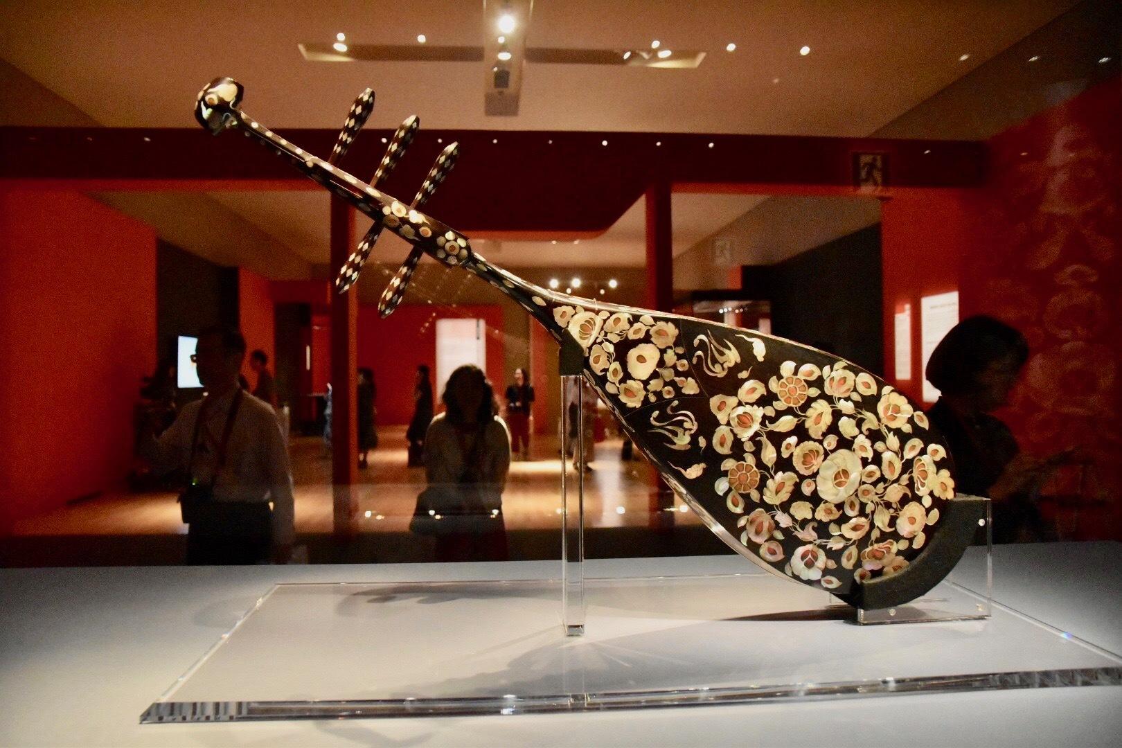 正倉院宝物《螺鈿紫檀五絃琵琶》(背面) 中国・唐時代 8世紀 正倉院蔵 前期展示
