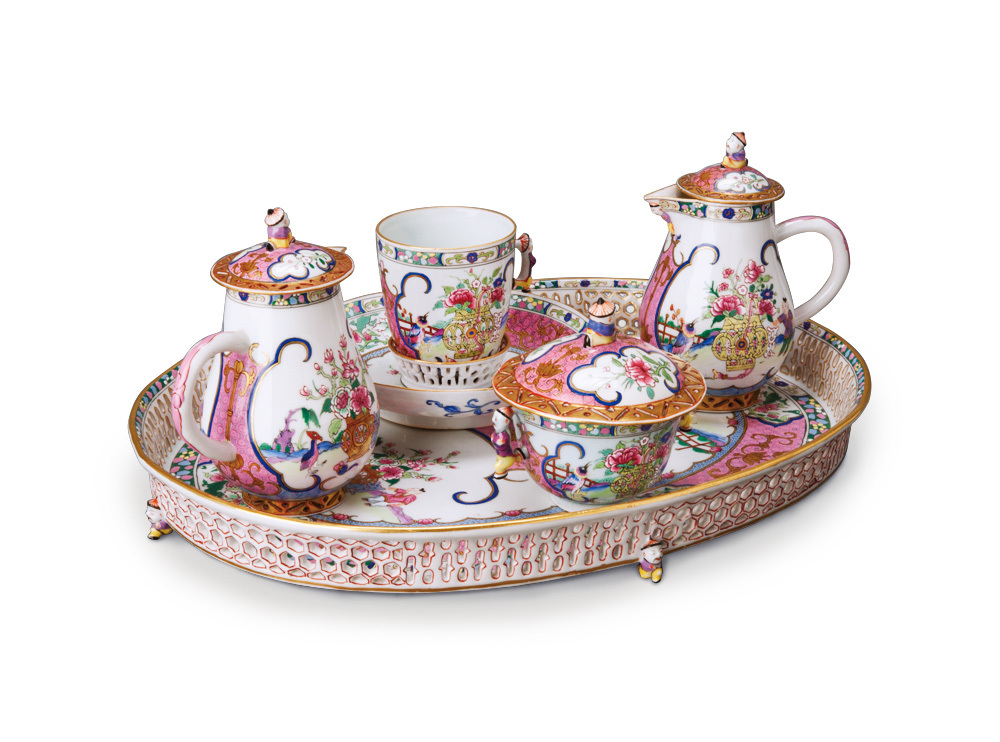 《色絵金彩「皇帝」文コーヒーセット》 1860年頃 ブダペスト国立工芸美術館蔵