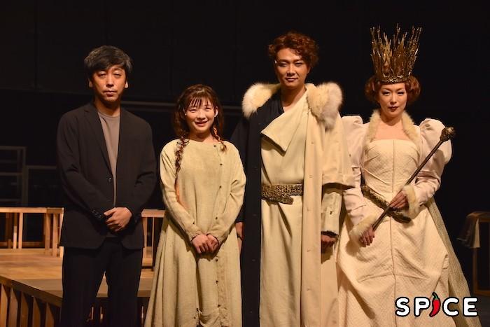 (左から)蓬莱竜太、伊藤沙莉、井上芳雄、若村麻由美