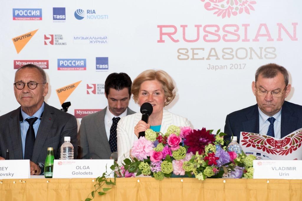 (写真中央)オリガ・ゴロジェツ副首相