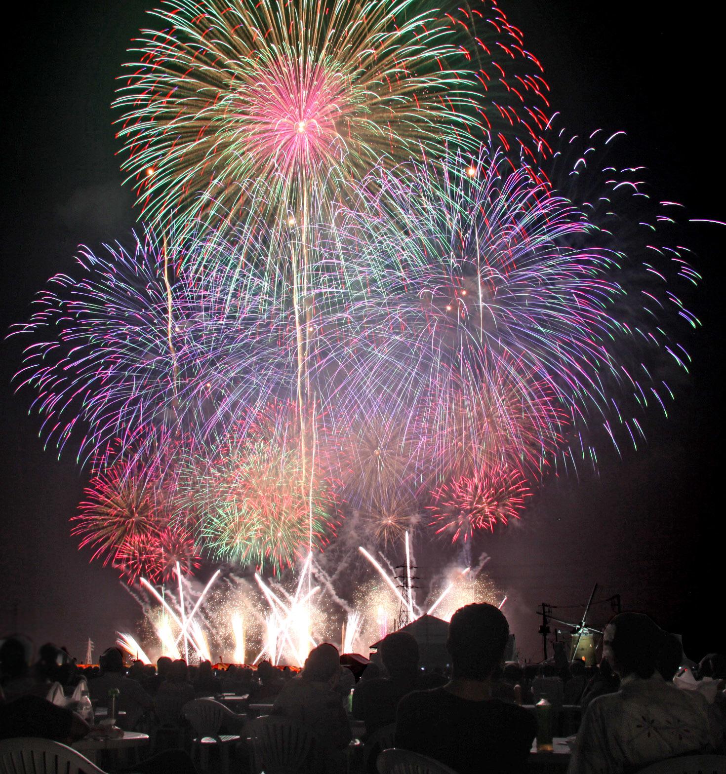 有料観覧席から観る花火