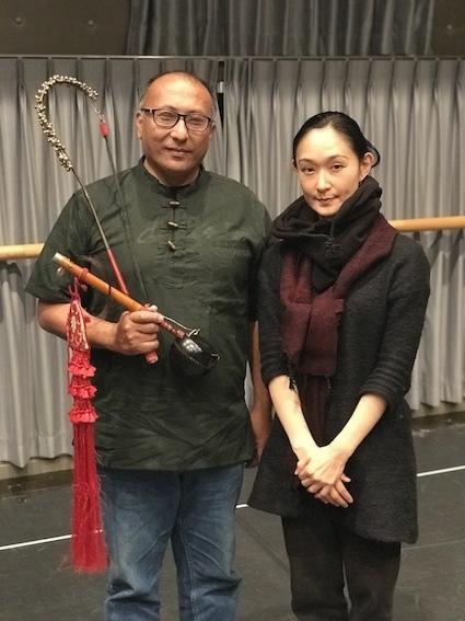 北村明子(右)とマヤンランバム・マンガンサナ