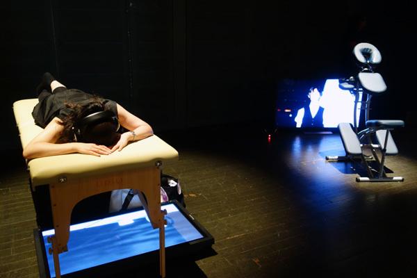 クリスチャン・ヤンコフスキー《マッサージ・マスターズ》2017  ヨコハマトリエンナーレ2017 展示風景