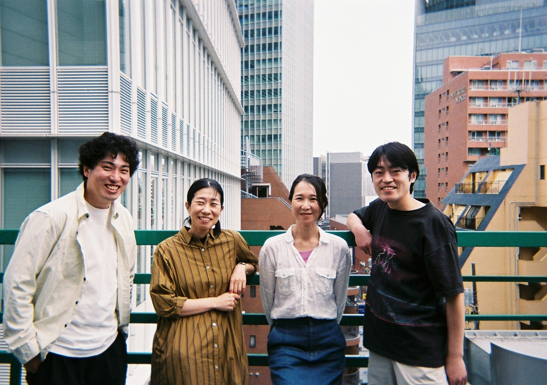 左から島村和秀(情熱のフラミンゴ)、西田夏奈子、兵藤公美(青年団)、秋場清之(情熱のフラミンゴ)