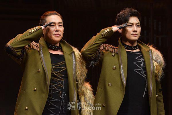 中士(チュンサ、日本では軍曹にあたる)役のキム・ボムレ(左)とキム・ボガン
