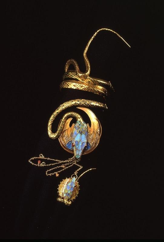 《蛇のブレスレットと指輪》 1899年 堺市