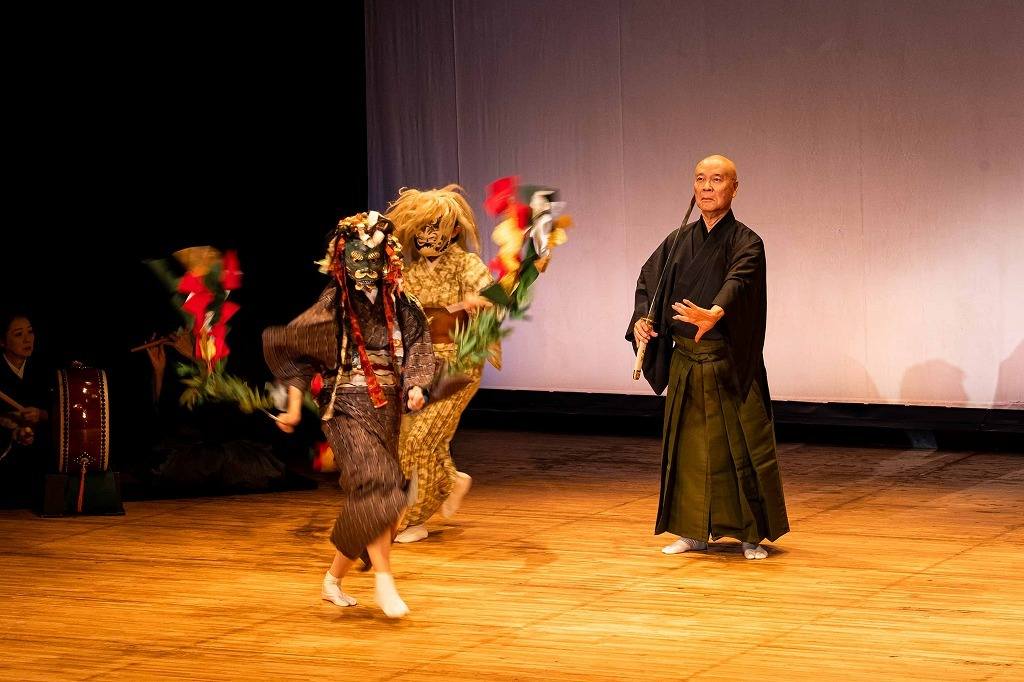 邦楽、語りと舞『八つ墓供養』  撮影:塚田史香