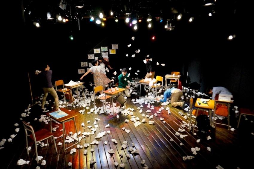 うさぎストライプと20歳の国『学級崩壊』(2014年/アトリエ春風舎) 撮影:西泰宏