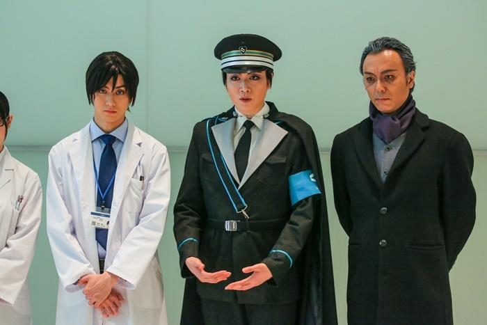(左から)太田基裕、悠未ひろ、石橋徹郎。