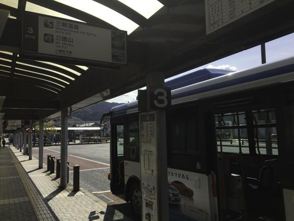 倉吉駅前バスロータリーの3番線から乗車