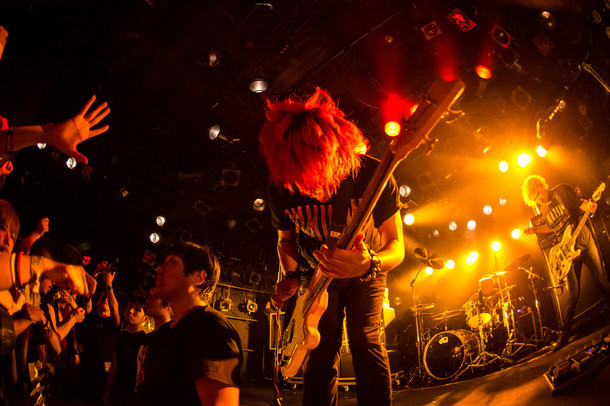 NAMBA69「LET IT ROCK TOUR 2015」東京・渋谷CLUB QUATTRO公演の様子。