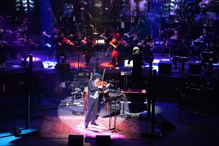 『葉加瀬太郎 30th Anniversary オーケストラコンサート2021 ~The Symphonic Sessions~』より photo : Naná Yoshimura