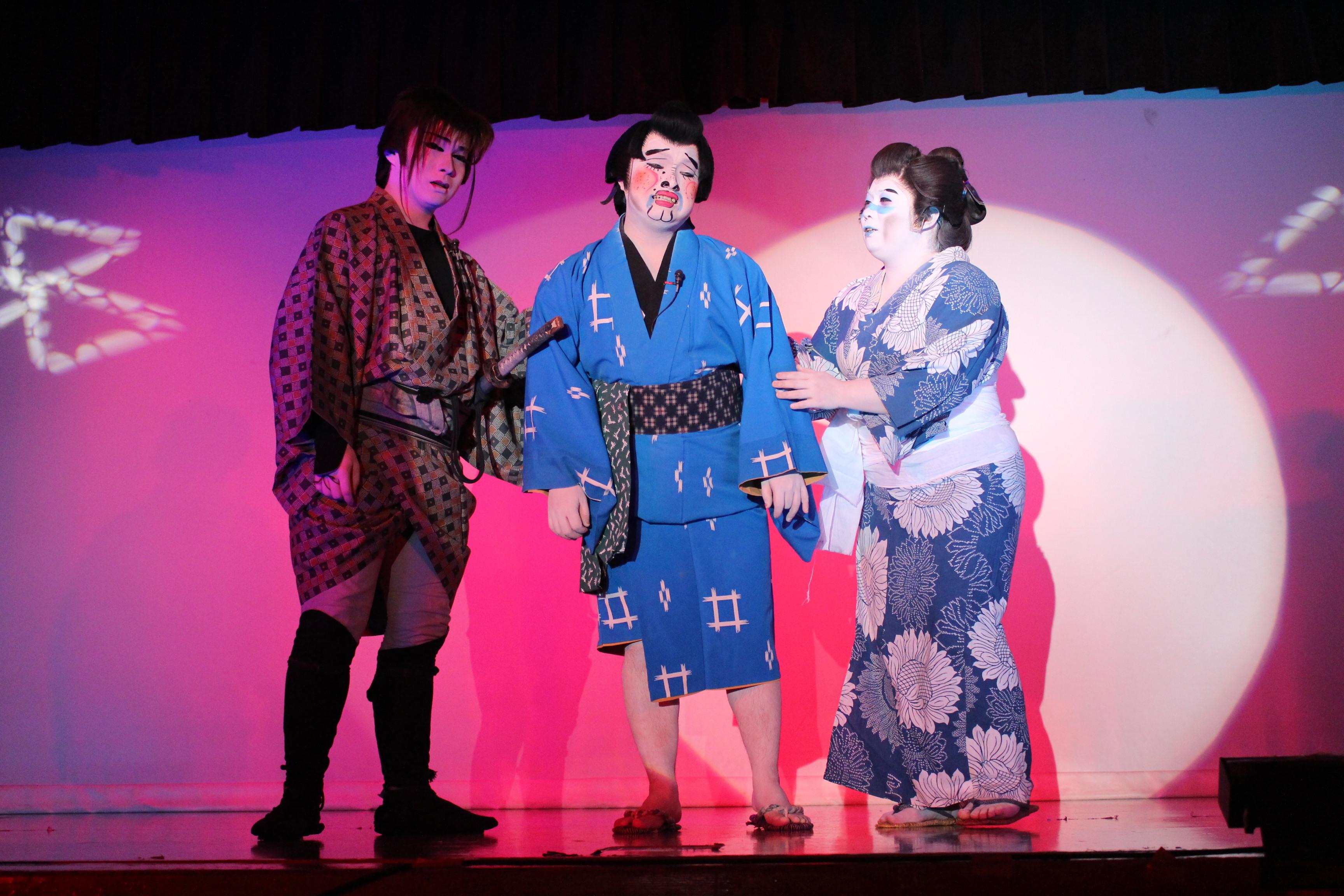 淺井春道演じる、クセの強い太郎吉が大暴れする爆笑舞踊ショー「沓掛時次郎」