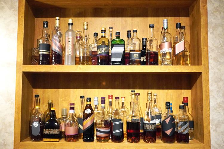 バー「ルパン」の再現空間。太宰たちの注文した飲み物を想像するのも楽しい。