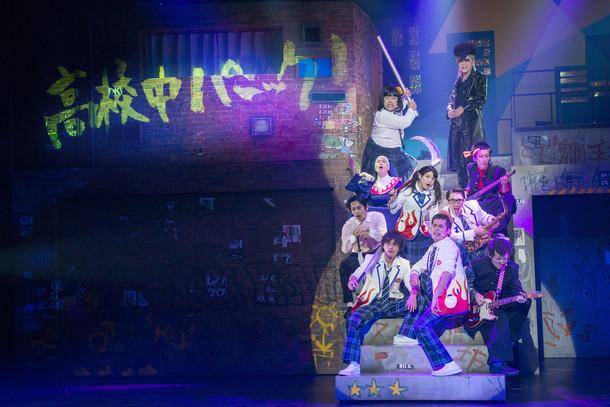 2013年上演の前作「大パルコ人2 バカロックオペラバカ 高校中パニック! 小激突!!」のワンシーン。 (撮影:引地信彦)