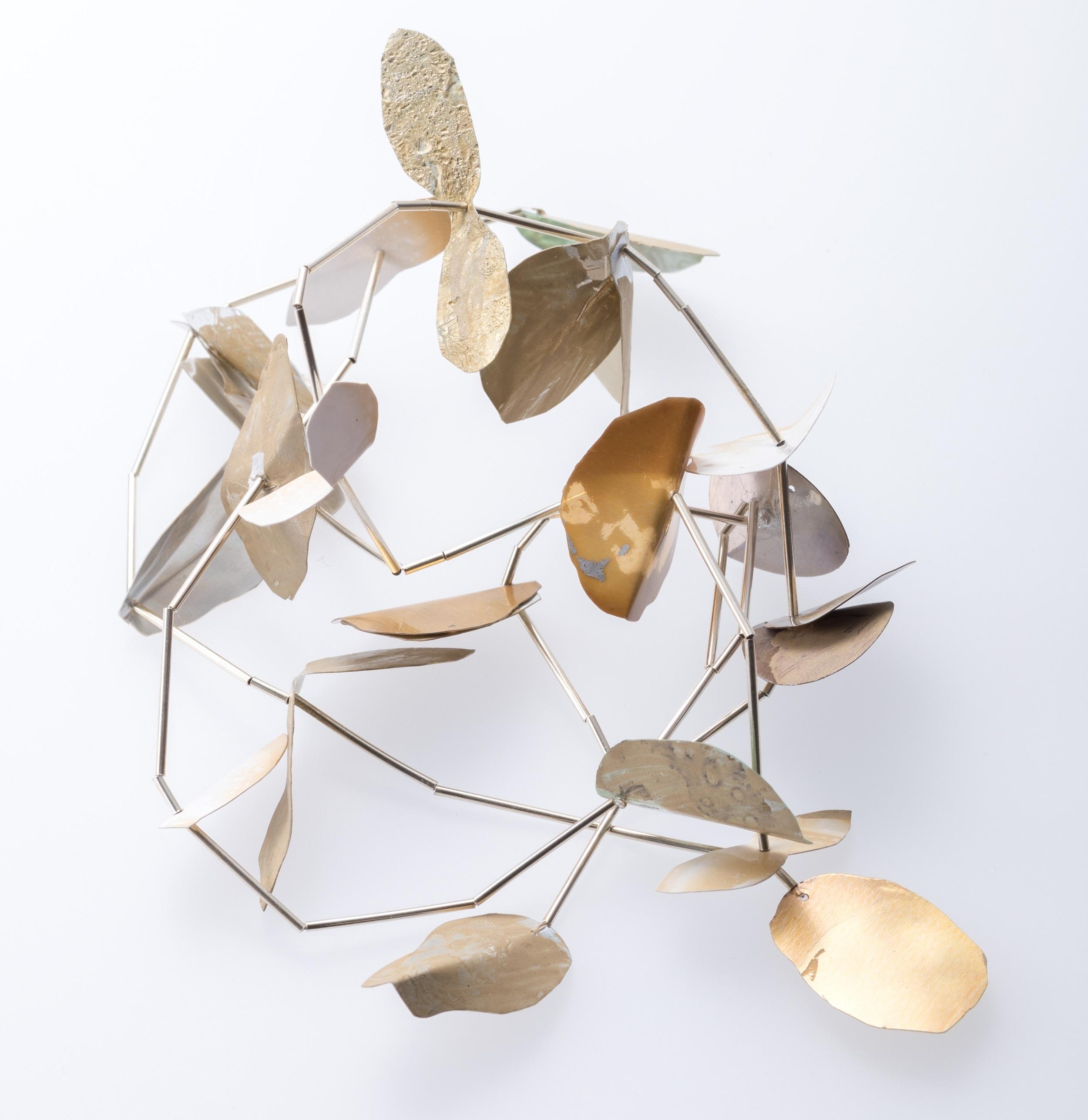 「錆と銀の葉ネックレス」 ウタ・オーノ 37,800円