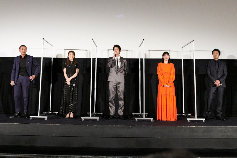 左から、SABU監督、矢田亜希子、中川大志、石井杏奈、堤真一