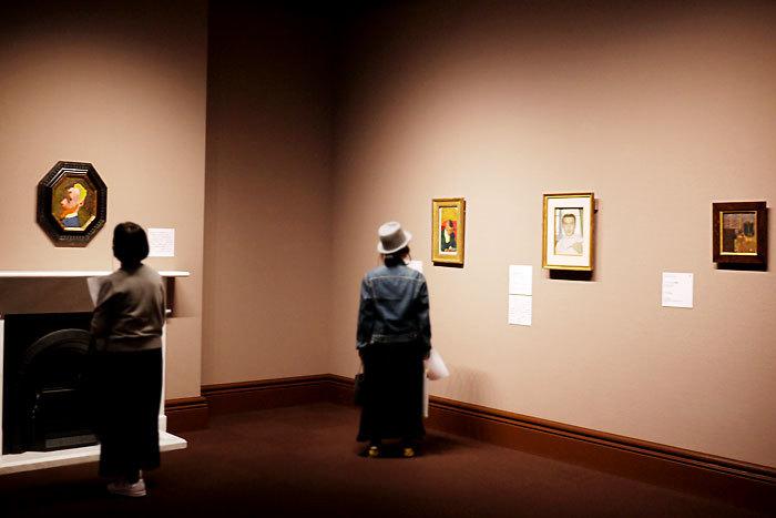(左)エドゥアール・ヴュイヤール《八角形の自画像》1890年頃│オルセー美術館