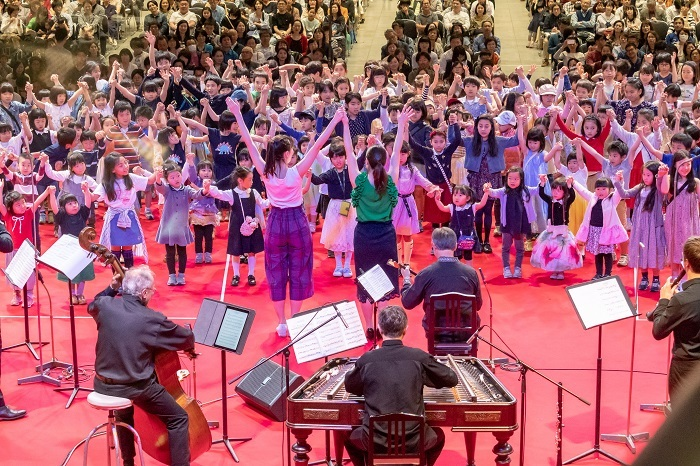 子どもたちの音楽アトリエ(ワークショップ) /地上広場 キオスク(無料公演)ステージ