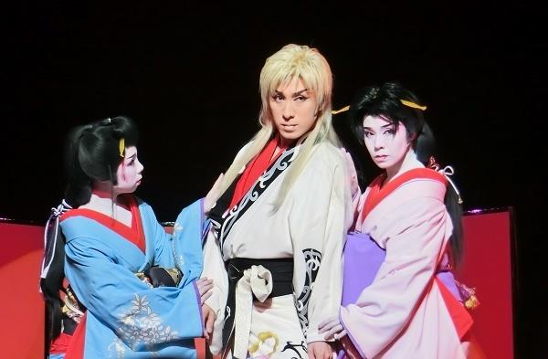 左から辰巳満月さん、小泉たつみ座長、辰巳小龍さん(2015/9/21)