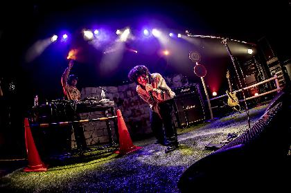 Mom、二度の延期を経て開催された初のワンマンライブが大団円 渋谷WWWX公演のオフィシャルレポート到着