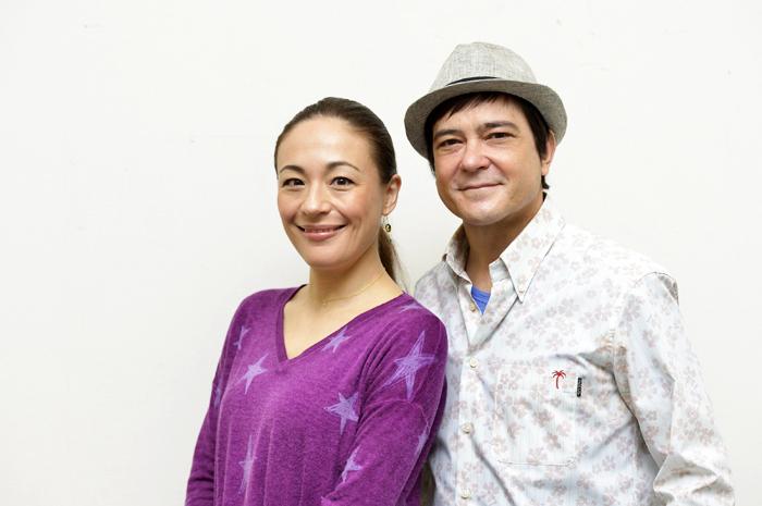 (左から)シルビア・グラブ、川平慈英 (撮影:荒川潤)