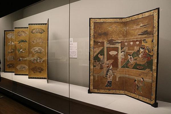 右が《扇屋軒先図》江戸時代 17世紀(大阪市立美術館所蔵・田万コレクション)