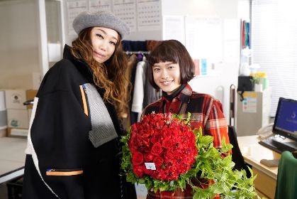 JUJU ドラマ『ハケン占い師アタル』撮影現場を陣中見舞い、杉咲花との『Mステ』共演秘話も