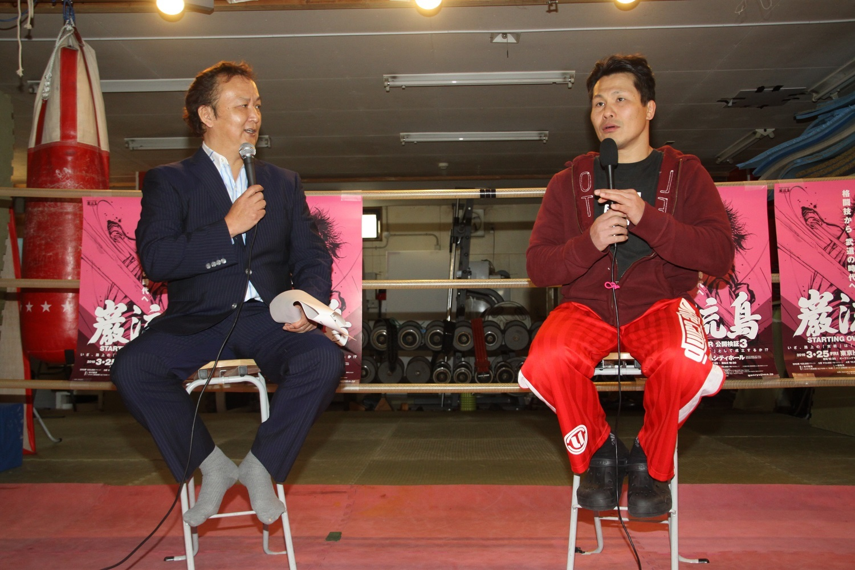 田村潔司/左側は今回の試合をマッチメイクした谷川貞治氏 撮影=シン・上田