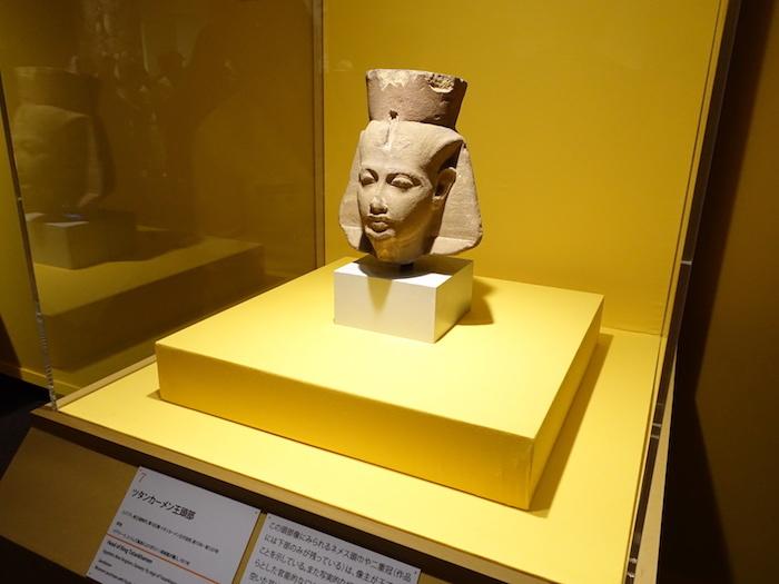 《ツタンカーメン王頭部》エジプト、新王国時代、第18王朝、ツタンカーメン王の治世、前1336-前1327年