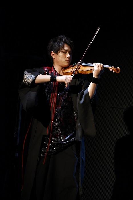 ヴァイオリン_後藤泰観 (C)DO1 PROJECT/舞台「紅葉鬼」製作委員会