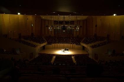 どこまでも「喜び」に満ちて音楽が輝く 現代に蘇るヴィルトゥオーゾ~ピアニスト角野隼斗、初のサントリーホールソロリサイタルをレポート