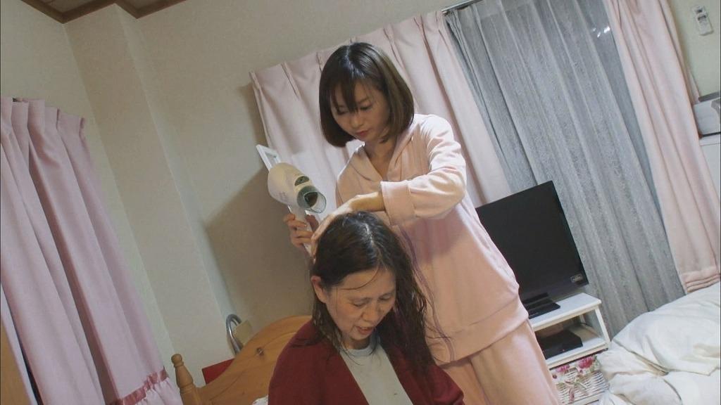 『お母ちゃんが私の名前を忘れた日 ~若年性アルツハ イマーの母と生きる~』 (C)TBS テレビ