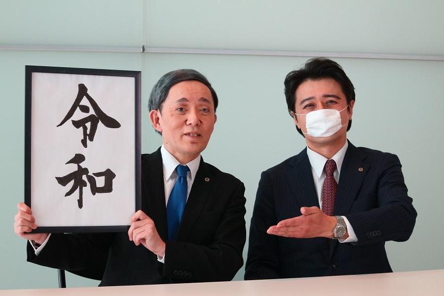 ザ・ニュースペーパー(左=山本天心、右=福本ヒデ)