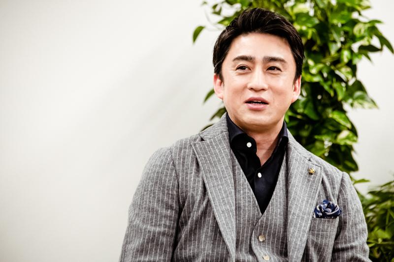 染五郎の様子を聞かれ「感情をあまりおもてに出さないのですが、稽古も嬉しそうにやっています」と幸四郎。