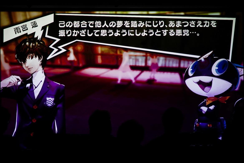 芸能界の闇を凝縮したような事務所社長の横暴から少女の夢を守るため、プレイヤーは心の怪盗団となってミッションに挑む! (C)ATLUS (C)SEGA All rights reserved.(C)SCRAP
