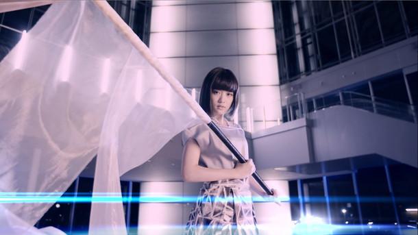大原櫻子「Dear My Dream」MVのワンシーン。