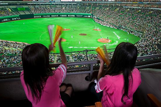 バルコニーシートでは熱狂するスタジアムの様子を一望できる