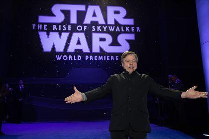 『スター・ウォーズ』最後のワールドプレミアにマーク・ハミル、スティーブン・スピルバーグら集結 Hey! Say! JUMP中島裕翔の参加も