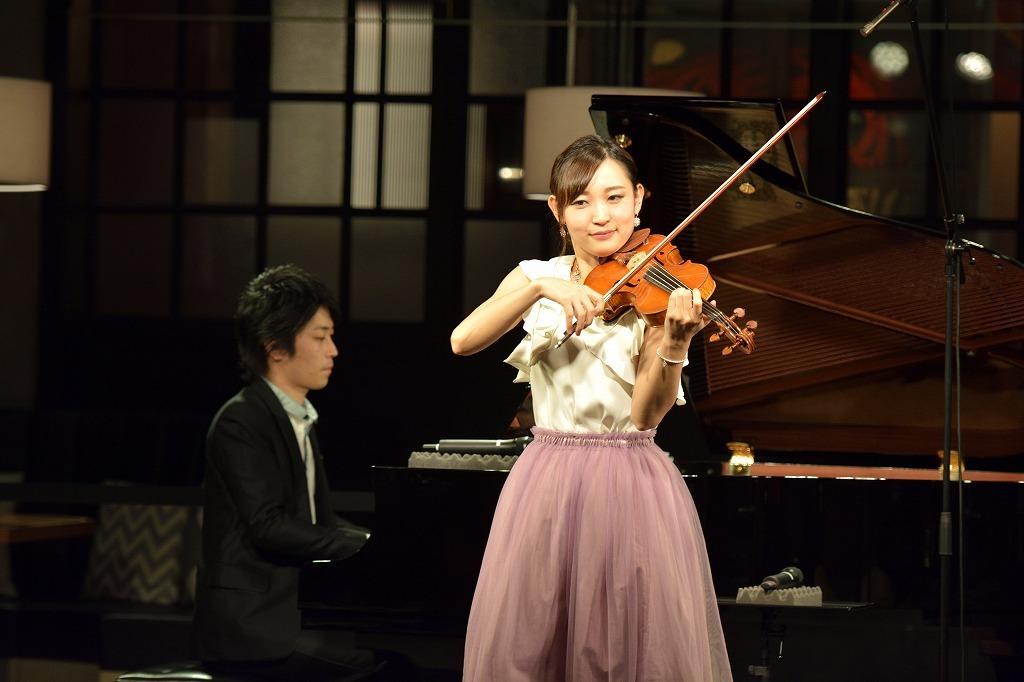益子侑(ヴァイオリン)、小瀧俊治(ピアノ)